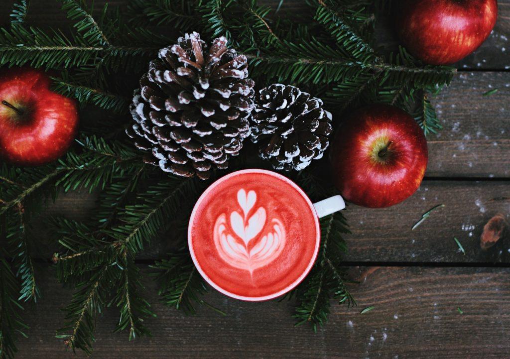 christmas-coloured-latte-art