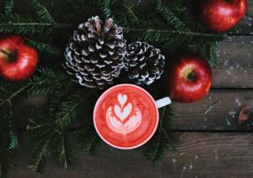 christmas-coloured-latte-art
