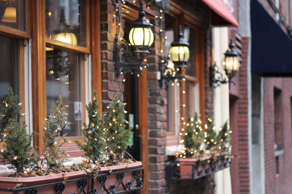 christmas-decor-hospitality-venue