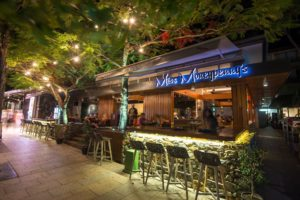 miss-moneypenny's-bar-noosa-at-night