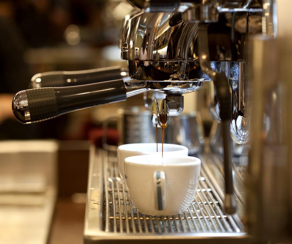 silver-italian-espresso-in-action