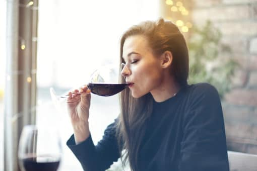 woman-drinking-wine-in-restaurant