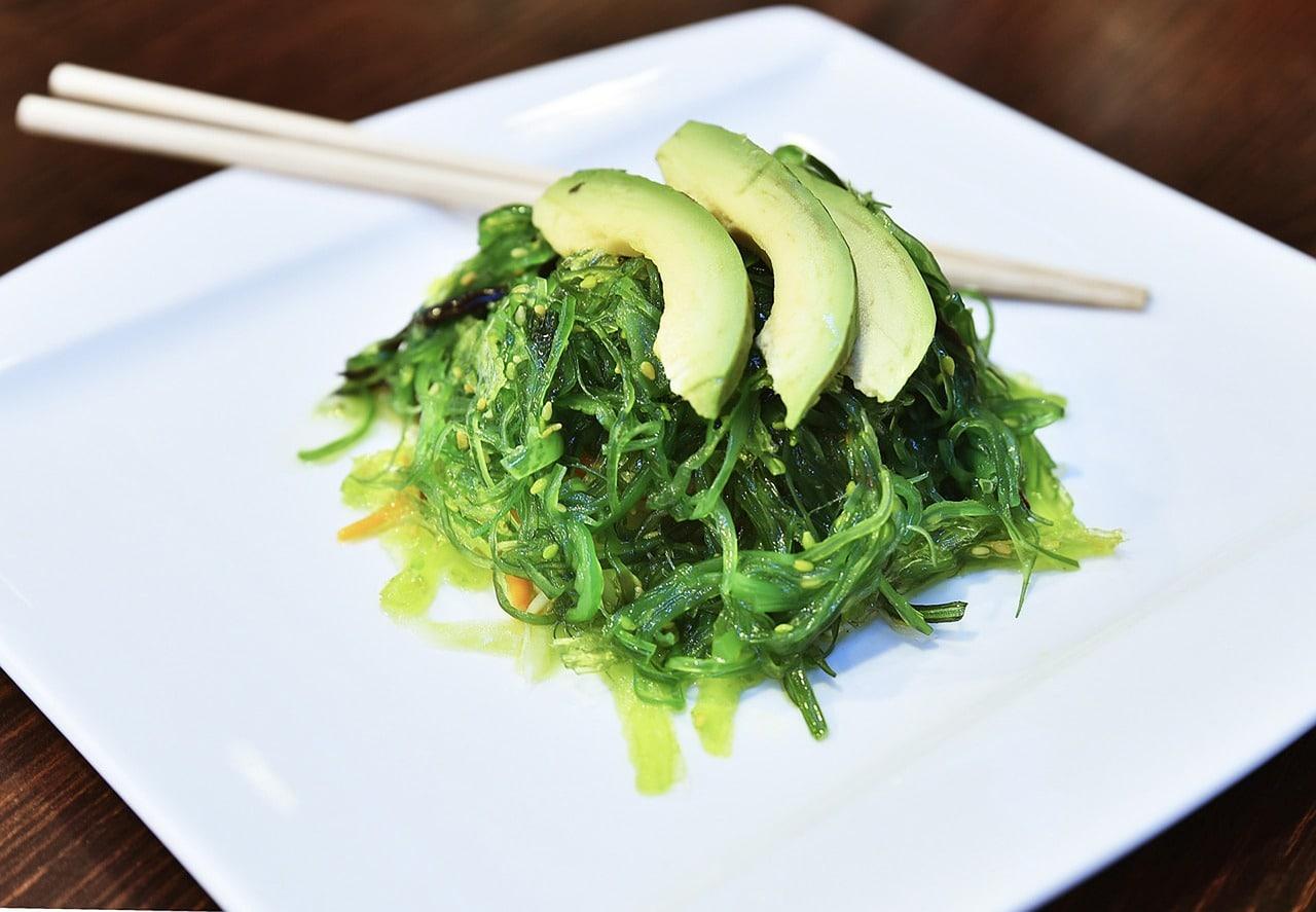 japanese-seaweed-salad-on-plate