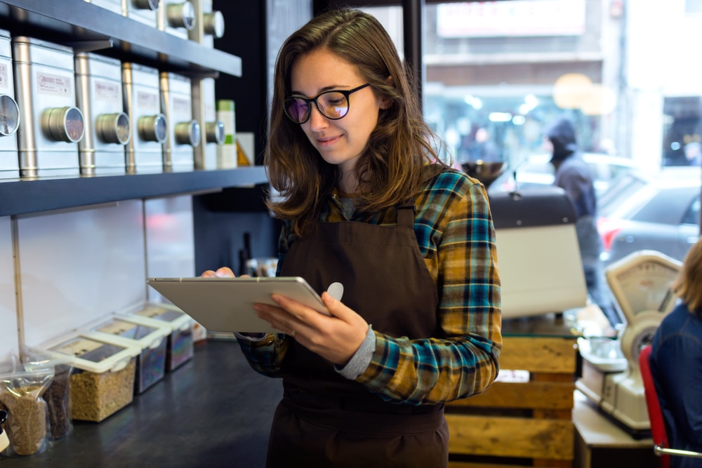 cafe-owner-uses-tablet-to-roster-on-the-g
